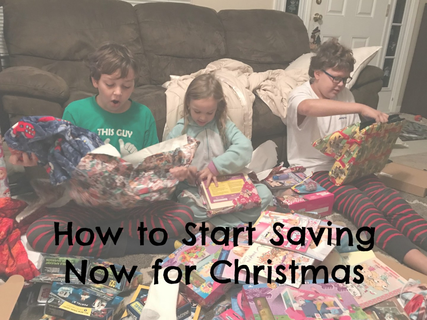 How to Start Saving Now for Christmas | MyPixieDustDiary.com | Wondering how you're going to be able to do Christmas this year? Use these tips to help you start saving now!