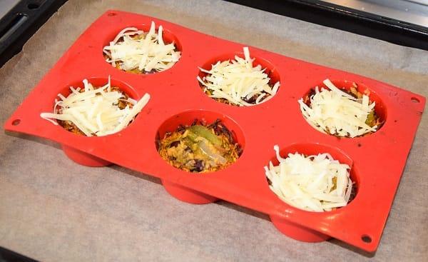 zoete-aardappe-mandjes-gevuld-met-kaas-voor-oven