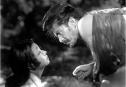 Akira Kurosawa'nın en başarılı filmlerinden. Bu filmle ilgili yorum yapmak ziyadesiyle zordur; zira algı, gerçeklik ve insanoğlunun tanımladığı tüm kavramlar bükülebilir. Bu başyapıt da tam olarak onu anlatır işte. İnsanların birbirlerini görmesi, düşünmesi, iletişimleri... Tek kelimeyle muhteşem bir filmdir kayıp samuray Tajomaru'nun oynadığı Rashomon. Kim sever: Varlık ve insan üzerine düşünen herkes. http://www.imdb.com/title/tt0042876/?ref_=nv_sr_1