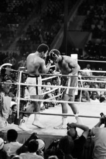 Efsane boksör, bu ünvanı rakipleri karşısında 19 kez korumayı başardı.
