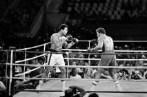Asıl adı Cassius Marcellus Clay Jr. olan efsanevi boksör, 1964'te İslam dinini seçerek Muhammed Ali adını almıştı.
