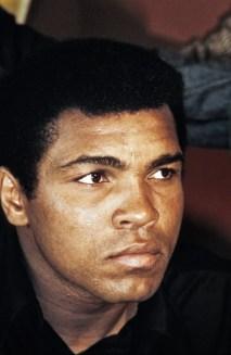 """Muhammed Ali'nin unutulmaz sözleri """"Alt tarafı bu da bir iş. Otlar büyür, kuşlar uçar, dalgalar kumları yalar. Ben de insanları döverim."""" Muhammed Ali'nin unutulmaz sözleri Muhammed Ali'nin unutulmaz sözleri """"Rüyalarınızı gerçekleştirmenin en iyi yolu uyanmaktır"""" Muhammed Ali'nin unutulmaz sözleri Muhammed Ali'nin unutulmaz sözleri """"Kelebek gibi uçarım, arı gibi sokarım"""" Muhammed Ali'nin unutulmaz sözleri Muhammed Ali'nin unutulmaz sözleri """"O kadar hızlıyım ki, odamda ışığı söndürmeye kalktığımda, ışık sönmeden oturduğum yere dönebiliyorum."""" Muhammed Ali'nin unutulmaz sözleri Muhammed Ali'nin unutulmaz sözleri """"Çalışmanın her saniyesinde nefret ediyordum fakat kendime hep Dayan! diyordum .Bugün çalışacağım ve ömrümün sonuna kadar bir şampiyon olarak yaşayacağım."""" Muhammed Ali'nin unutulmaz sözleri Muhammed Ali'nin unutulmaz sözleri """"Allah'tan zenginlik istedim, bana İslam'ı verdi"""" Muhammed Ali'nin unutulmaz sözleri Muhammed Ali'nin unutulmaz sözleri Muhammed Ali'nin unutulmaz sözleri Muhammed Ali'nin unutulmaz sözleri Muhammed Ali'nin unutulmaz sözleri Muhammed Ali'nin unutulmaz sözleri Muhammed Ali'nin unutulmaz sözleri Muhammed Ali'nin unutulmaz sözleri"""