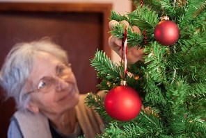 How to Arrange Travel for Elderly Relatives During the Holidays