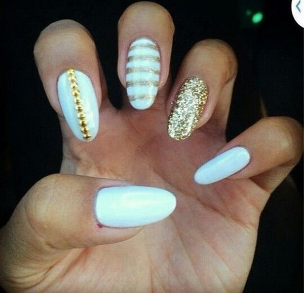 White-And-Gold-Almond-Nail-Design-With-Gold-Glitter-Details Beautiful Almond Nail Designs