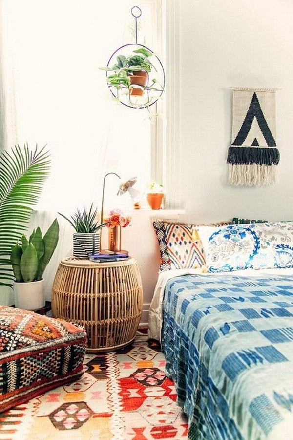 Bohemian-style-guest-room-with-bold-and-aztec-inspired-patterns Chic Bohemian Interior Design Ideas