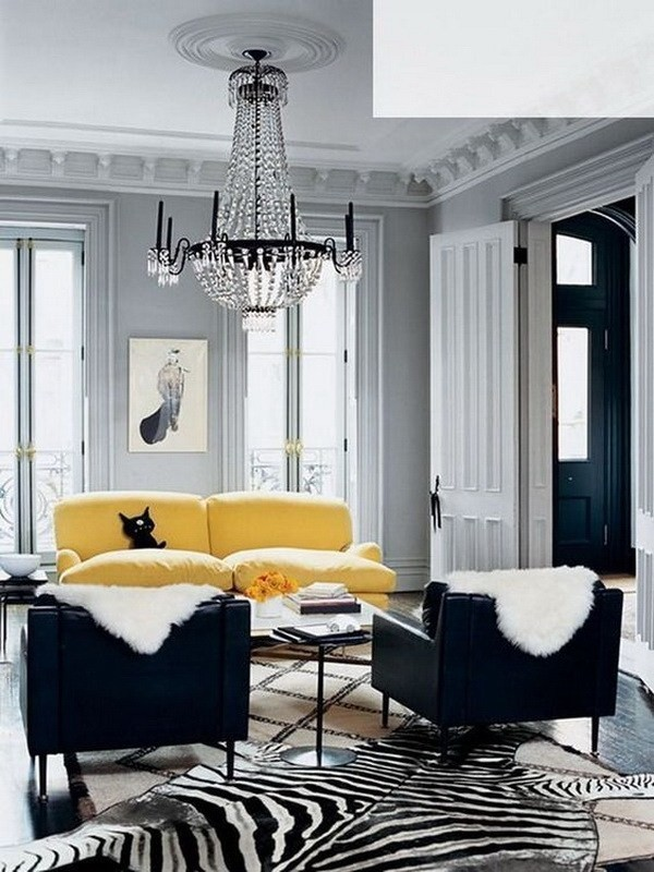 Guest-Room-With-Geometric-Yellow-Wallpaper-4 Decorating With Yellow: How To Brighten Your Space With Yellow