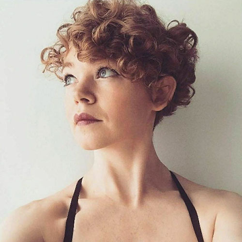 Short-Curly-Hairstyle-for-Round-Faces-9 20 Amazing Short Curly Hairstyle for Round Faces