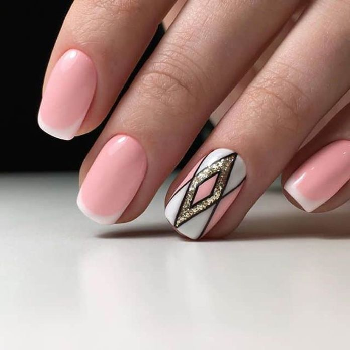 The-golden-shade-of-this-accent-nail-is-shining-like-real-gold-which-is-the-main-attraction-of-this-design.-1 2020 Fantastic Nail Design Ideas with Simple Accents