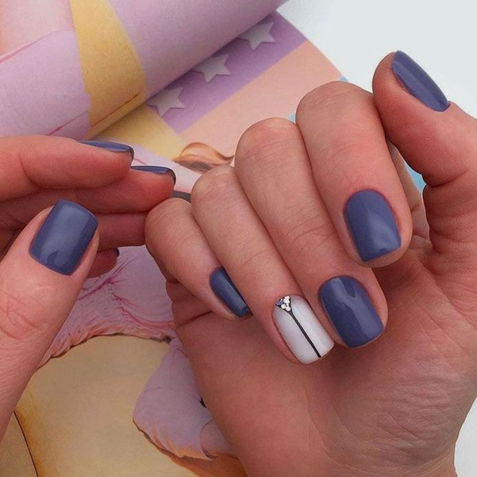 accent-nails-easy-ways-mani-cobalt-blue 2020 Fantastic Nail Design Ideas with Simple Accents