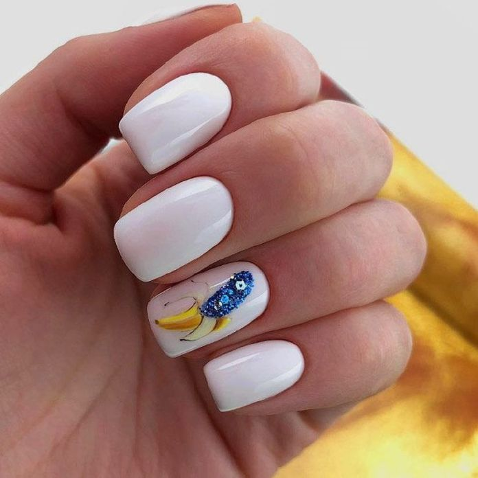 accent-nails-easy-ways-mani-white-banana 2020 Fantastic Nail Design Ideas with Simple Accents