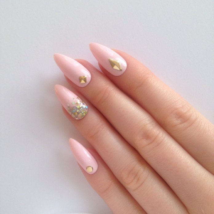 pink-nails-with-gold-rhinestone-and-glitters Perfect Ideas for Pink Nails to Finish Feminine Look