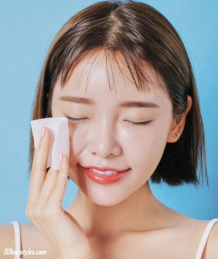 2.-Clean-the-face-with-cotton-1 6 Steps to Apply Makeup for Beginners