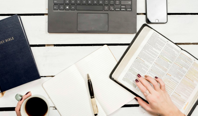 4 Reasons to Start a Christian Blog (and 3 reasons not to) | alyssajhoward.com