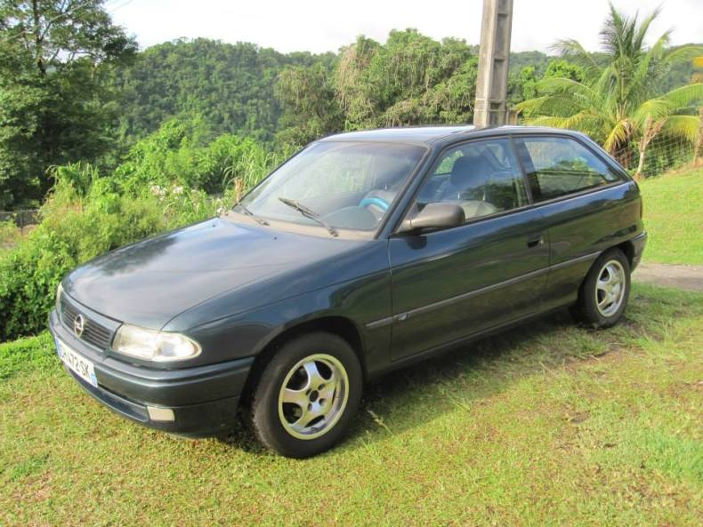 Opel Astra 1997 vert, Martinique