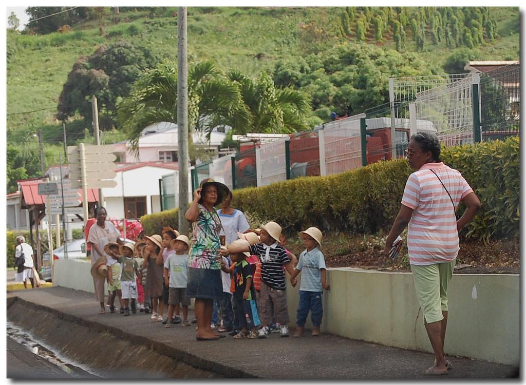 Promenade en cours, ecole Martinique, school in Martinique
