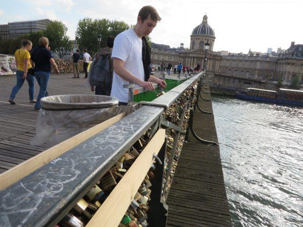 Pont des arts bridge, love locks, damage, no more love locks
