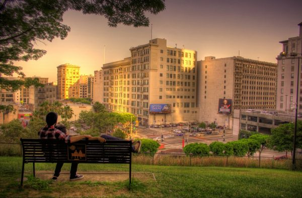 500 days of summer, couple on bench, bench from film, romantic hotels in california, los angeles