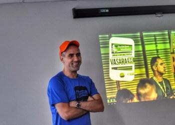 Stovyklos Dauguose treneris - knygų apie krepšinį ir jo treniravimą autorius A. Radu