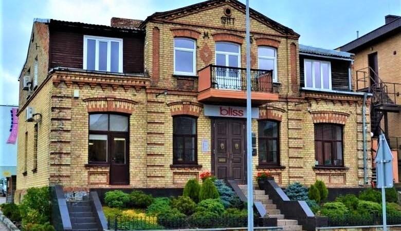 Namas Vilniaus g. 27 pastatytas 1911 metais, jis priklausė advokatui M. Bokšickiui. Šiuose namuose gimė jo sūnus žinomas Izraelio menininkas S Bahatas