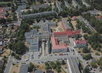 2018-aisiais sukanka 80 metų, kai ant vadinamojo Beiralo kalno, Kriaušiaus upelio rajone, buvo pastatyta šiuolaikinė ligoninė. Tai - nevienintelė ypatinga Dzūkijos sostinės medikų sukaktis šiemet