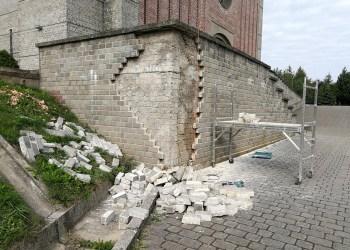 Alytiškių vadinamai Vidzgirio šventovei statybininkų rankos prireikė tvarkant pastato prieigas