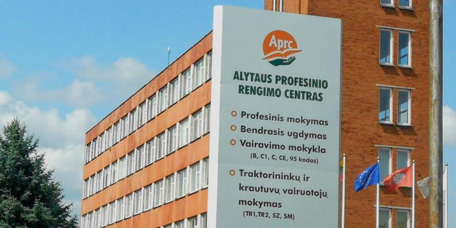 Rugsėjo 1-oji sutampa su šeštadieniu, todėl mokslo metai prasidės artimiausią darbo dieną - rugsėjo 3-iąją, pirmadienį.  Taip nuspręndė Lietuvos Respublikos švietimo ir mokslo ministerija. Tiesa, mokykloms suderinus su steigėjais, leidžiama mokslo metų pradžios šventę rengti ir rugsėjo 1-ąją, šeštadienį