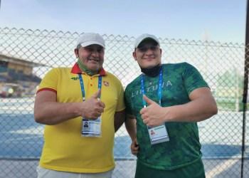 Alytiškis paralimpietis D. Dundzys (dešinėje) su treneriu J. Baltrušaičiu