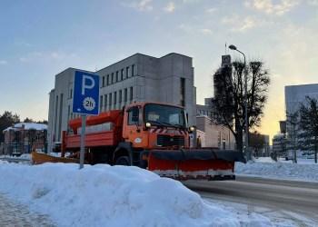 """Dėl prastai valomų gatvių bendrovei """"Raguvilė"""" Alytaus miesto savivaldybė baudų jau yra pateikusi už 11 tūkst. eurų..."""