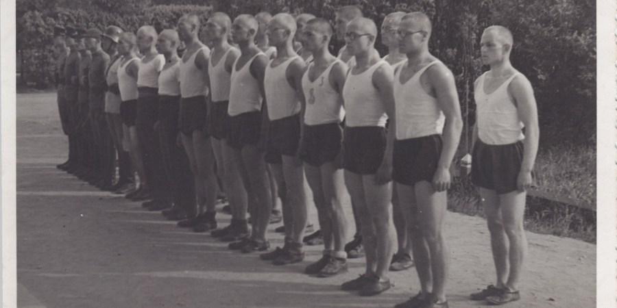A. Ramanauskas su 1-osios aspirantų kuopos rinktine Kauno karo mokykloje (1940 m.)