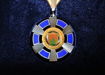 Alytaus rajono garbės piliečio regalijos. Alytausgidas.lt arch. nuotr.