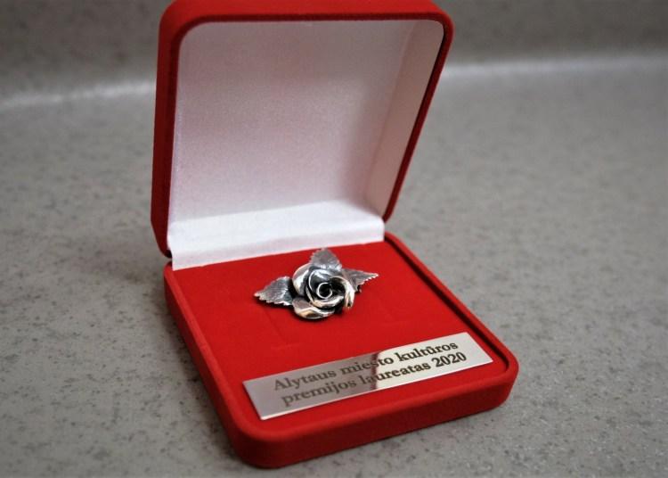 Be piniginio Alytaus kultūros premijos laureatai apdovanojami ir šiuo stilizuotu miesto simboliu