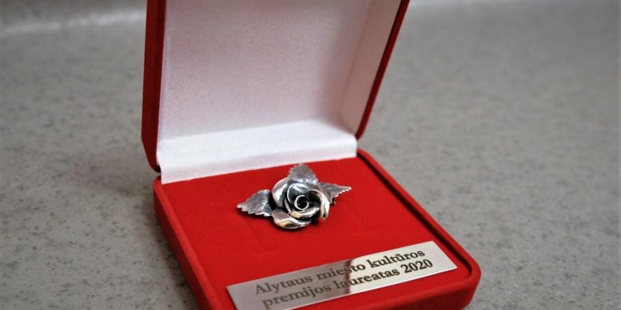 Be piniginio Alytaus kultūros premijos laureatai apdovanojami ir šiuo stilizuotu miesto simboliu. AMS nuotr.