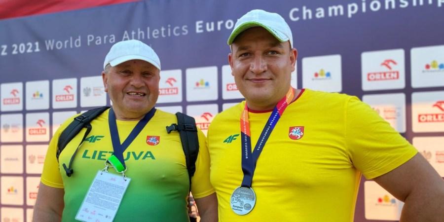Europos čempionato prizininkas D. Dundzys su treneriu J. Baltrušaičiu
