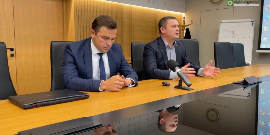 Įmonės astovai Rolandas Vasiliauskas ir Andrius Urbonas pristatė vizualizacijas bei artimiausius planus