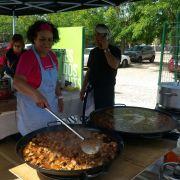 Preparando paellas Movida Solidaria