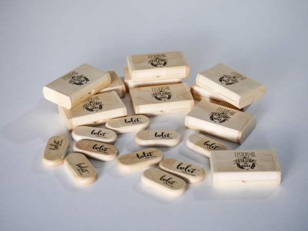 Usb de madera con caja