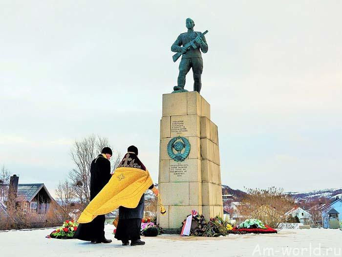 Памятник советскому солдату в Киркенесе