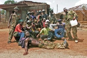 Вооруженные дети - щенки войны