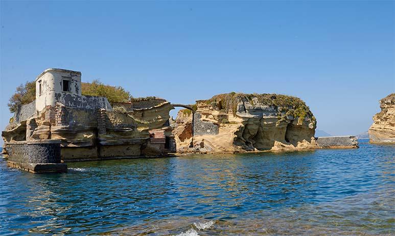 Гайола — мистический остров
