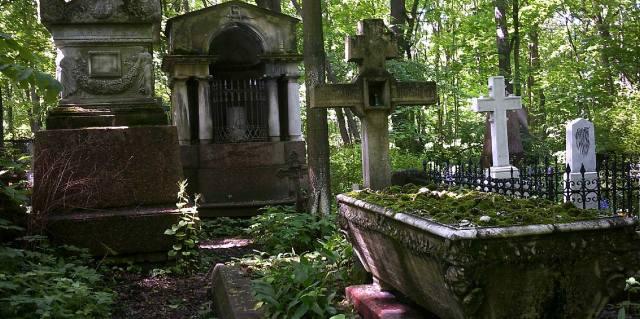Татофилы — ночью на кладбище им уютно