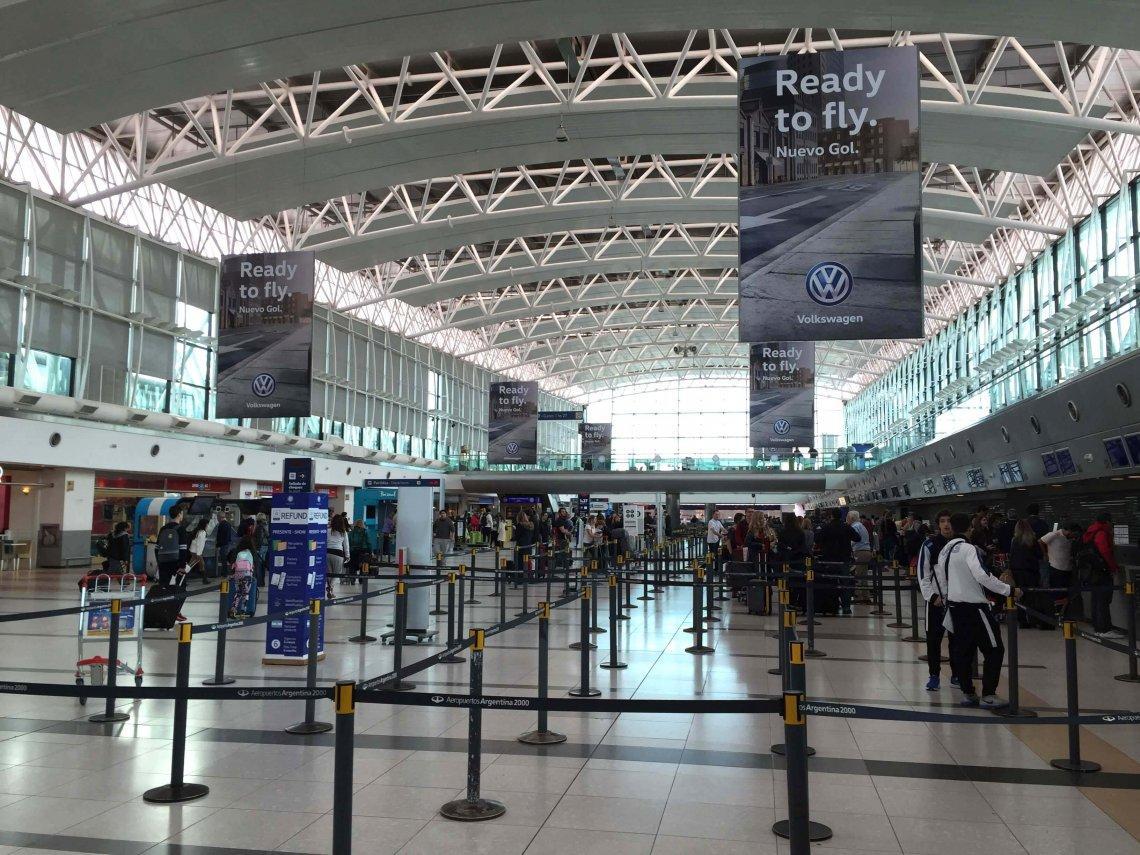 Impuesto PAIS: dos aerolíneas emitirán pasajes en dólares para evitar el 30%