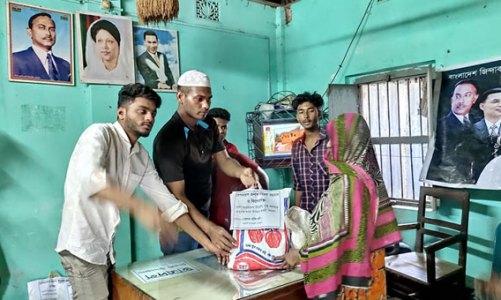 নিকলী উপজেলা ছাত্রদলের খাদ্যসামগ্রী বিতরণ