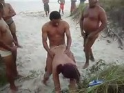 Fazendo Fila pra foder mulher de corno manso em praia carioca