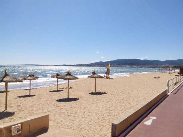 Playa de Palma, Ombrelloni e Pista Ciclabile