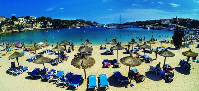 Spiaggia vicino a Cuevas del Drach