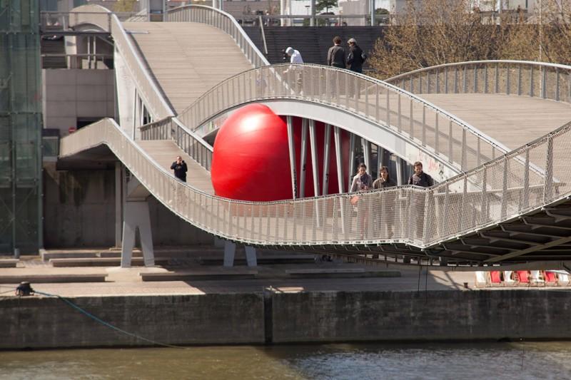 Kurt Perschke 'The Redball Project' (http://amalgame-magazine.com)