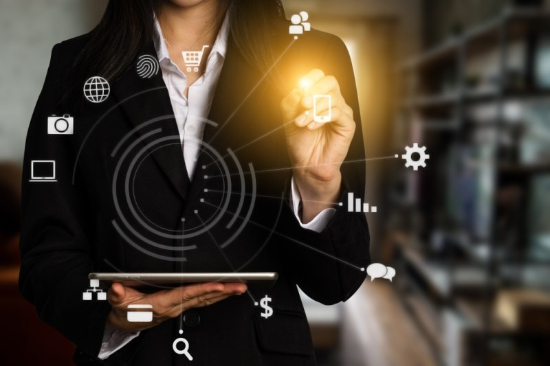 digital-marketing-media-in-virtual-icon-globe-shape-business-open-his-hand-working-touch-screen_t20_E41LpK
