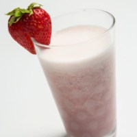 Guatemalan demonstration chef strawberry and banana smoothie, licuado de fresa y banano, banana, strawberry, milk