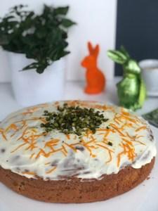 Karotten-Ingwer-Zimt-Cake mit Frischkäse-Frosting – immer wieder einer der beliebtesten Osterkuchen