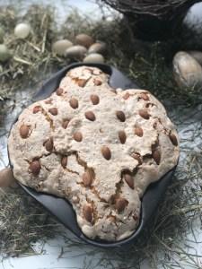 Colomba Pasquale, das traditionelle Ostergebäck Italiens in Taubenform